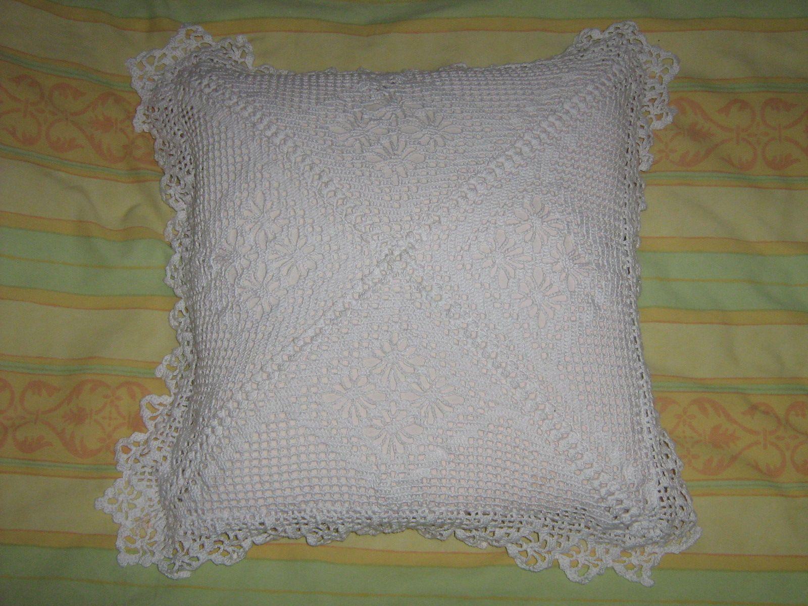 crochet coussins. Black Bedroom Furniture Sets. Home Design Ideas